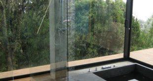 Bad Gestaltung Ideen Dusche Glas Fronten Beton eingebaut